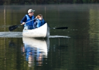 frost-valley-ymca-adult-kid-canoeing