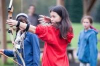 frost-valley-ymca-group-kids-archery-01